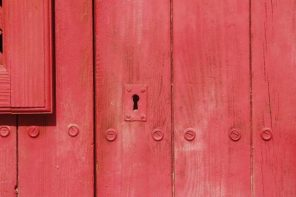 Claudia Catalán nos abre 'La puerta roja'