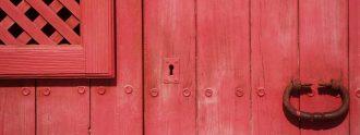 Claudia Catalán nos presenta La Puerta Roja.