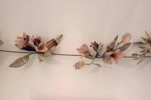 Lina Ávila y el arte en las flores de papel de periódico