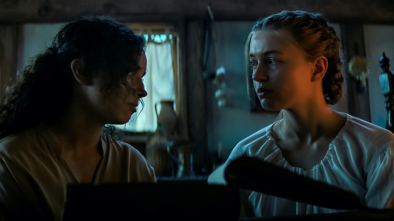 Sarah-Fier-and-Hannah-Miller-in-Fear-Street-Part-Three-1666